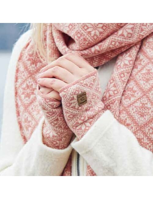 They knitted hand warmer is made of a wool and Elsie Grey Marl - One Size - Grey