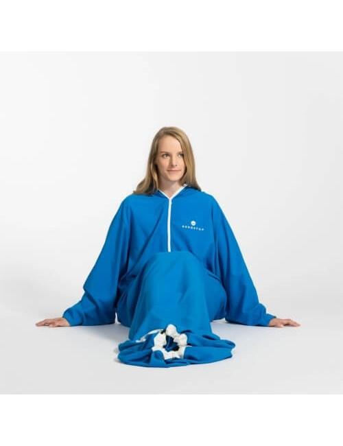 Bergstop dentro il sacco a pelo e la vestaglia in un Microliner - Blu
