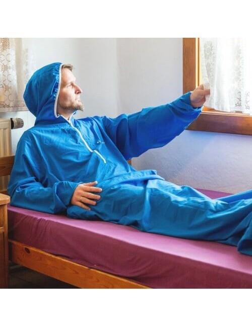 Bergstop en el interior de la bolsa de dormir y batas en un Microliner - Azul